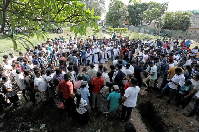 SAU VỤ ĐÁNH BOM ĐẪM MÁU Ở SRI LANKA: Nhiều tổ chức Hồi giáo cực đoan nhận trách nhiệm - Ảnh 1.