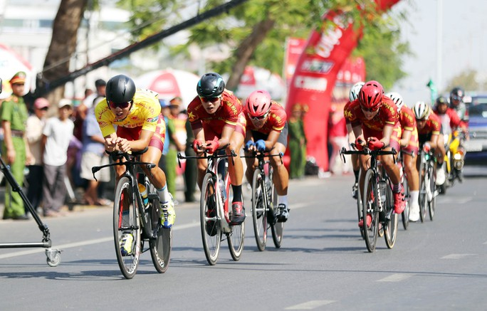 Giải xe đạp Cúp Truyền hình TP HCM: Nguyễn Trường Tài xé áo vàng - Ảnh 5.