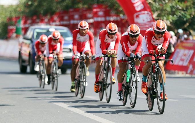 Giải xe đạp Cúp Truyền hình TP HCM: Nguyễn Trường Tài xé áo vàng - Ảnh 1.