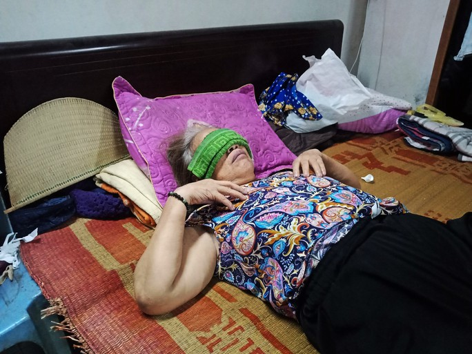 Ứa lệ trong đêm trắng ở căn nhà xập xệ của nữ công nhân môi trường tử nạn - Ảnh 2.