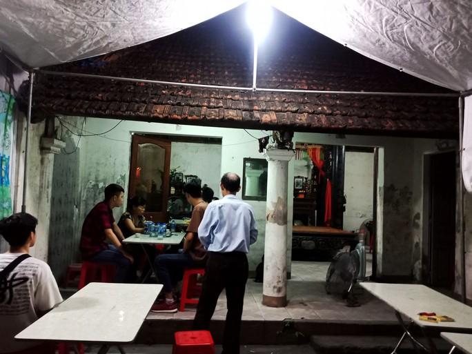 Ứa lệ trong đêm trắng ở căn nhà xập xệ của nữ công nhân môi trường tử nạn - Ảnh 8.