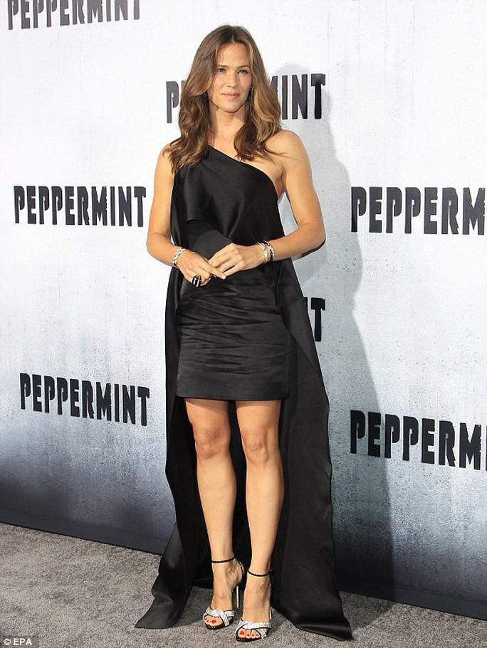 Ly hôn và có 3 con, Jennifer Garner vẫn được chọn The Beautifull - Ảnh 2.