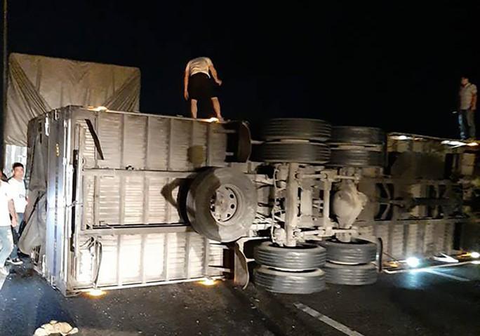 Đường cao tốc TP HCM - Trung Lương tê liệt thâu đêm - Ảnh 3.