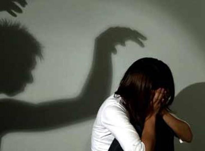 Ông lão mới ra tù về tội hiếp dâm lại bị tố cưỡng hiếp bé gái 11 tuổi - Ảnh 1.