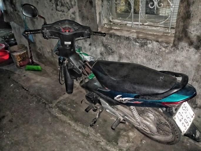 Ứa lệ trong đêm trắng ở căn nhà xập xệ của nữ công nhân môi trường tử nạn - Ảnh 13.
