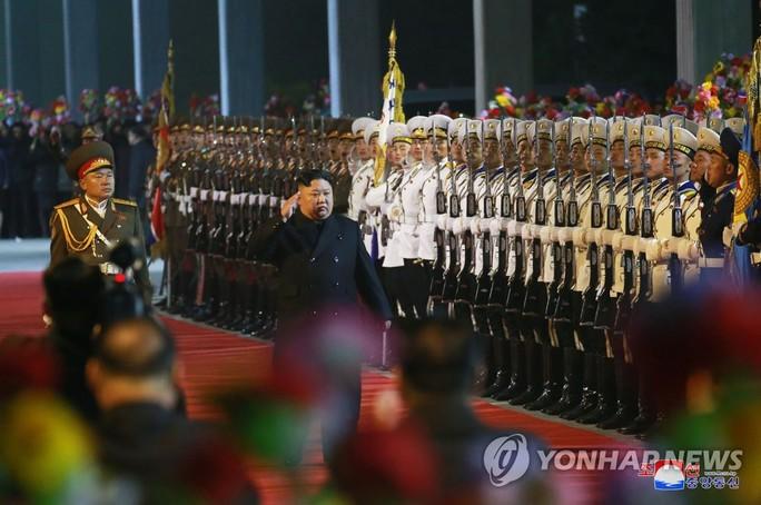 Ông Kim Jong-un lên tàu đến Nga dự hội nghị thượng đỉnh với Tổng thống Putin - Ảnh 1.
