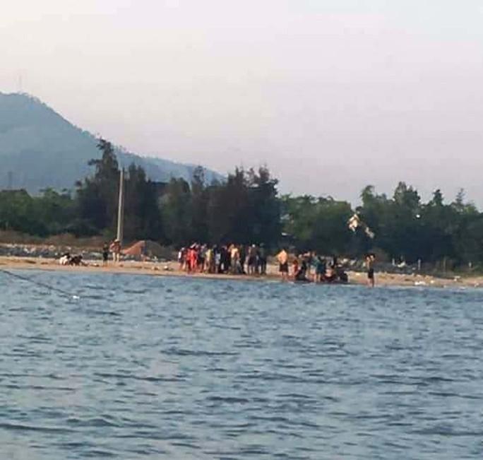Cảm phục 2 thanh niên cứu 5 đứa trẻ thoát khỏi cảnh đuối nước - Ảnh 2.