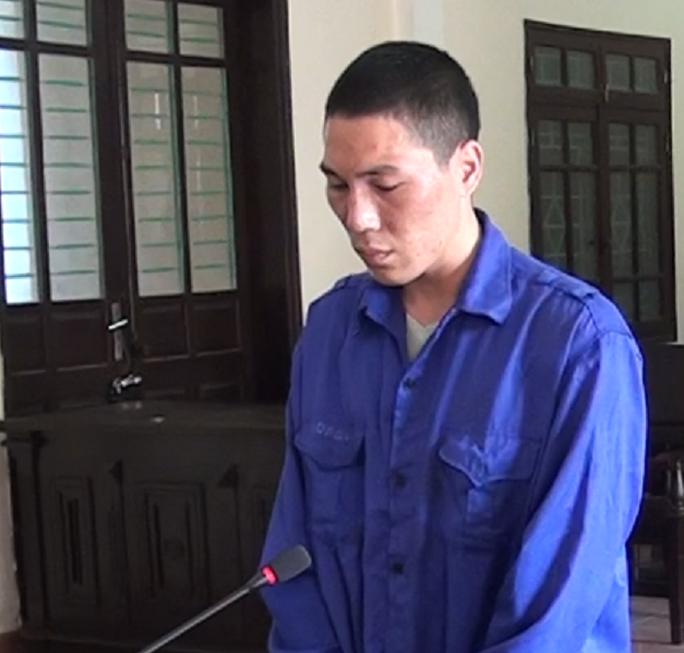 Phạt 6,5 năm tù với người cha ngáo đá, bồng con 1 tuổi lên nóc nhà cao ném xuống đất - Ảnh 2.