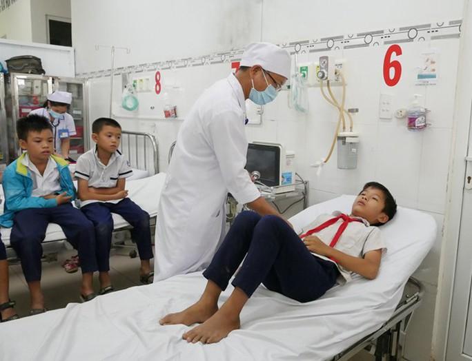 Hàng chục học sinh nhập viện sau khi uống sữa - Ảnh 2.