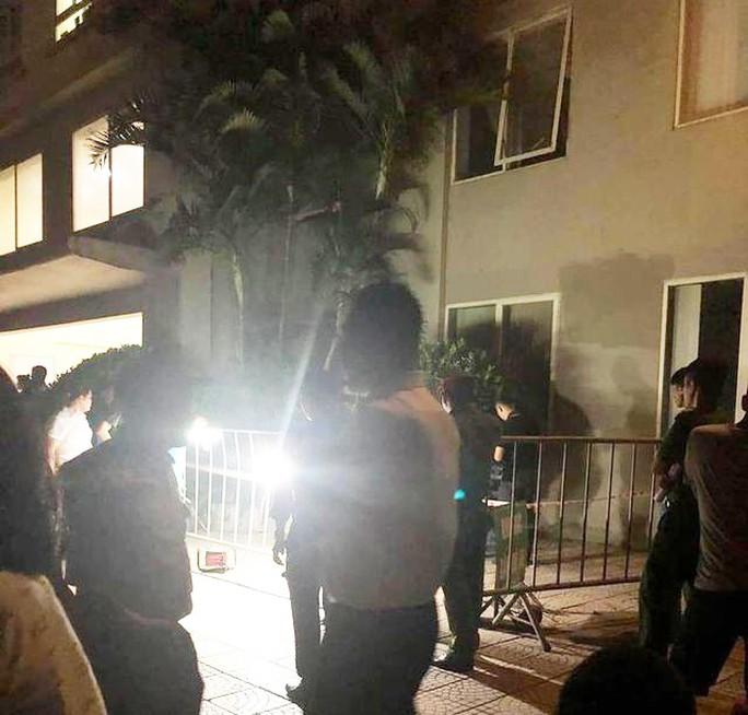 Bé gái 4 tuổi rơi từ tầng 12 tòa chung cư tử vong thương tâm - Ảnh 1.