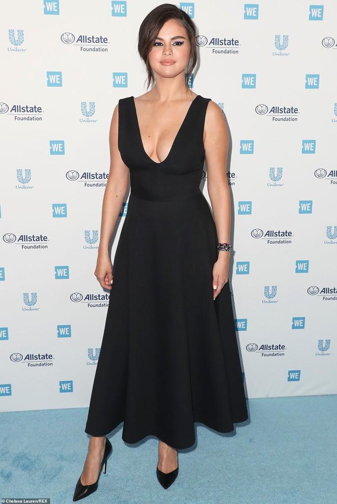 Selena Gomez tái xuất sau 10 tháng điều trị Lupus ban đỏ - Ảnh 3.
