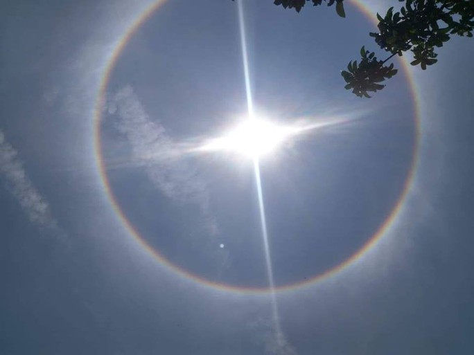 Thích thú với hiện tượng vầng hào quang bao quanh mặt trời ở Quảng Nam - Ảnh 9.