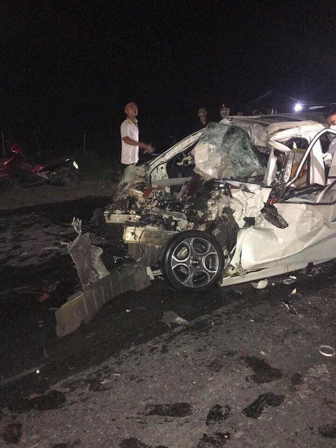 Va chạm kinh hoàng với xe tải, tài xế ô tô 4 chỗ tử vong ngay trong ghế lái - Ảnh 1.
