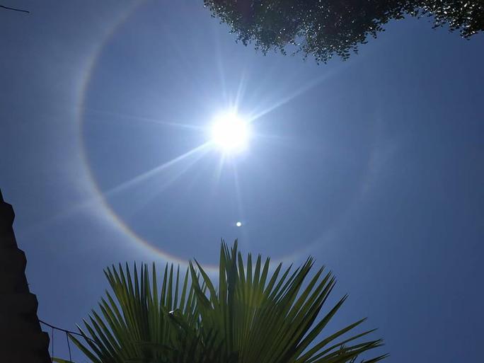 Thích thú với hiện tượng vầng hào quang bao quanh mặt trời ở Quảng Nam - Ảnh 7.