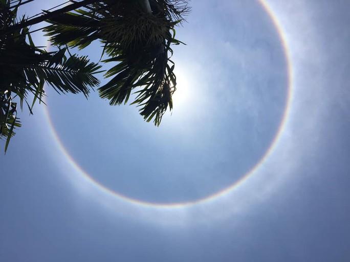Thích thú với hiện tượng vầng hào quang bao quanh mặt trời ở Quảng Nam - Ảnh 4.