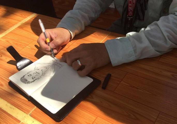 Kiều bào Mỹ ký họa chân dung chiến sĩ tại Trường Sa - Ảnh 18.