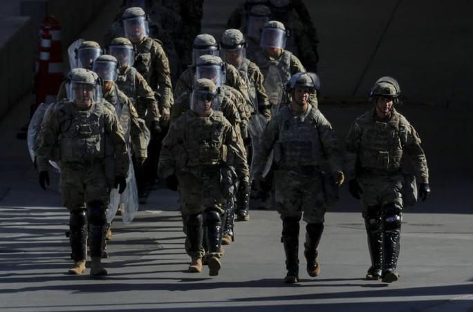 Mỹ định phá luật, gửi thêm quân tới biên giới Mexico - Ảnh 1.