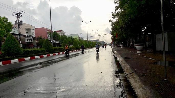 Xứ tôm Cà Mau, Bạc Liêu phấn khởi đón cơn mưa quý hơn vàng - Ảnh 3.