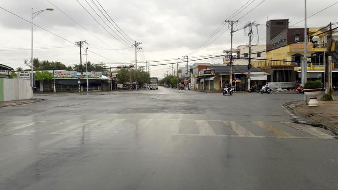 Xứ tôm Cà Mau, Bạc Liêu phấn khởi đón cơn mưa quý hơn vàng - Ảnh 2.