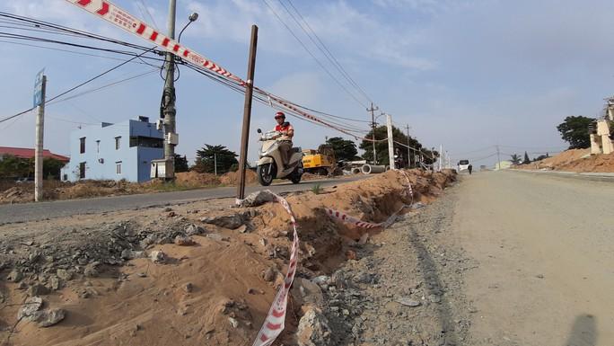 Cận cảnh 1 km đường, thi công hơn 4 năm vẫn chưa xong - Ảnh 7.