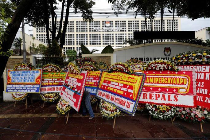 Indonesia: 272 nhân viên bầu cử chết vì làm việc quá sức - Ảnh 1.