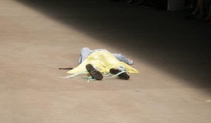 Người mẫu đột tử trên sàn diễn - Ảnh 1.