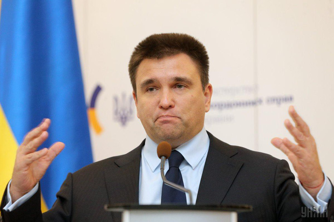 Ukraine chuẩn bị trừng phạt Nga về việc cấp hộ chiếu - Ảnh 2.
