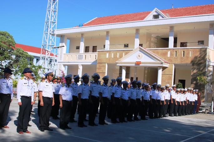 Đặc biệt lễ chào cờ ở Trường Sa của Việt kiều từ khắp nơi trên thế giới - Ảnh 11.
