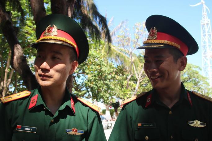 Đặc biệt lễ chào cờ ở Trường Sa của Việt kiều từ khắp nơi trên thế giới - Ảnh 8.