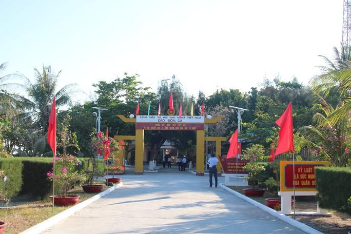 Đặc biệt lễ chào cờ ở Trường Sa của Việt kiều từ khắp nơi trên thế giới - Ảnh 5.