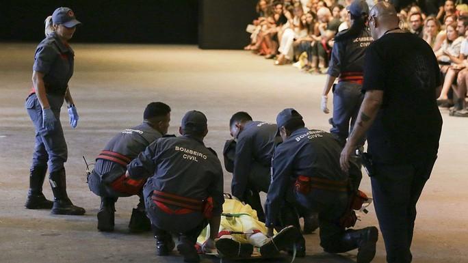 Người mẫu đột tử trên sàn diễn - Ảnh 4.