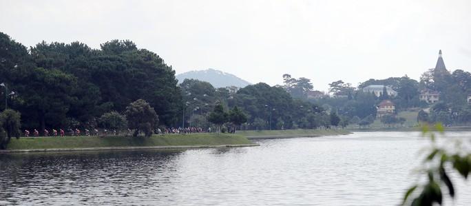 Ngô Văn Phương thắng chặng 14 - Áo xanh ngã ngũ - Ảnh 2.