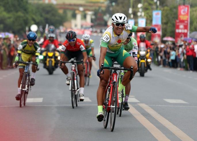 Ngô Văn Phương thắng chặng 14 - Áo xanh ngã ngũ - Ảnh 6.