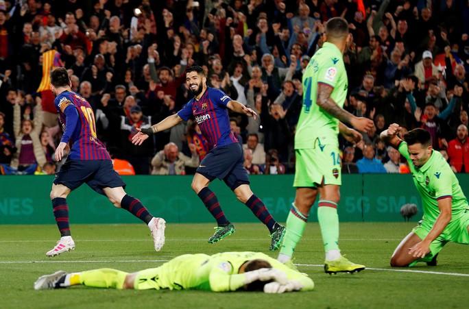Messi rực sáng, Barcelona lên ngôi bá chủ La Liga - Ảnh 5.