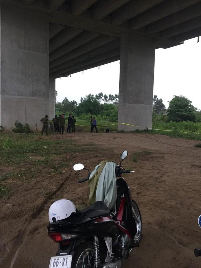 Lại phát hiện thi thể nam thanh niên tại cầu Cao Lãnh - Ảnh 1.