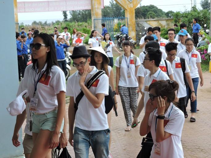 Du khách tham quan đảo Lý Sơn trong dịp lễ tăng kỷ lục - Ảnh 4.