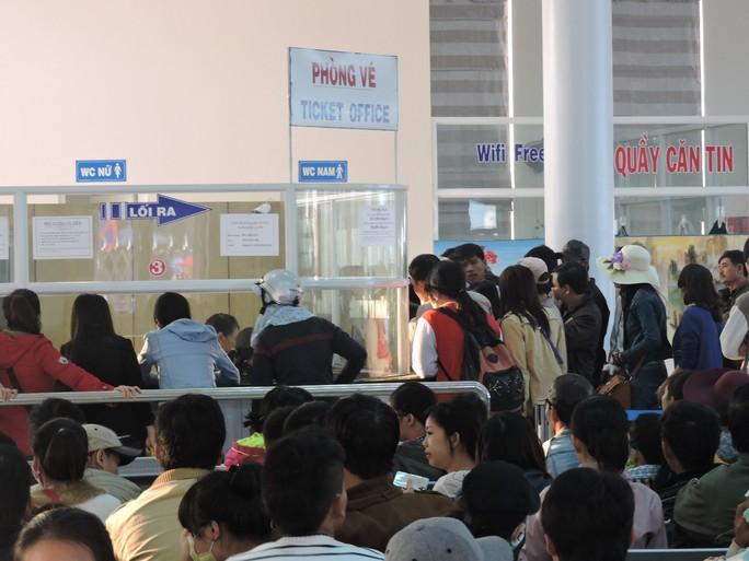 Du khách tham quan đảo Lý Sơn trong dịp lễ tăng kỷ lục - Ảnh 1.