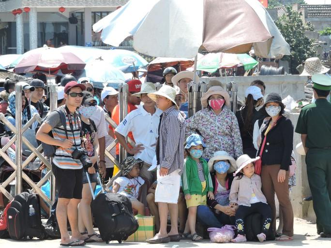 Du khách tham quan đảo Lý Sơn trong dịp lễ tăng kỷ lục - Ảnh 2.