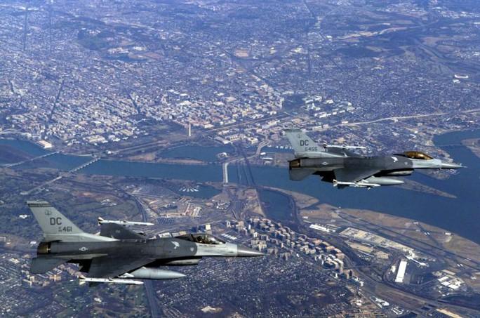 Mỹ điều F-16 ngăn chặn máy bay lạ trên bầu trời thủ đô Washington - Ảnh 1.