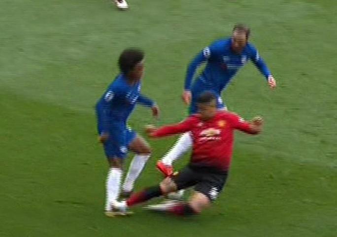 De Gea sai lầm, Man United vỡ mộng cuộc đua Top 4 - Ảnh 8.