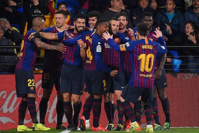 Rượt đuổi tỉ số nghẹt thở, Barcelona suýt trắng tay trước Tàu ngầm vàng - Ảnh 8.