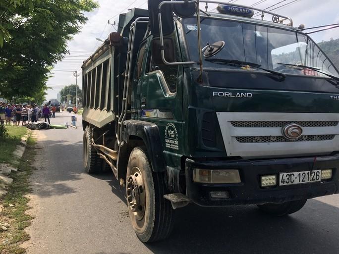 Đà Nẵng: Va chạm với xe tải, một sinh viên chết thảm - Ảnh 1.