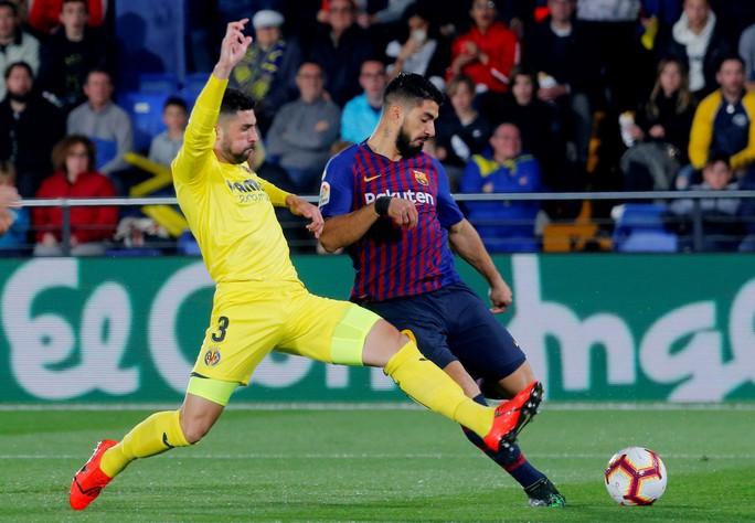 Rượt đuổi tỉ số nghẹt thở, Barcelona suýt trắng tay trước Tàu ngầm vàng - Ảnh 7.