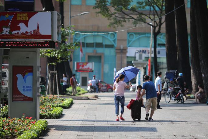 Toàn cảnh đường phố TP HCM ngày 30-4 - Ảnh 11.