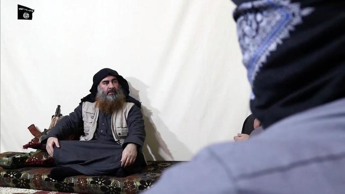 Thủ lĩnh tối cao IS tái xuất sau 5 năm biệt tích - Ảnh 1.