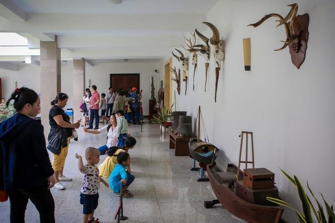 Hàng ngàn lượt khách đổ về Hội trường Thống Nhất trong ngày 30-4 - Ảnh 16.