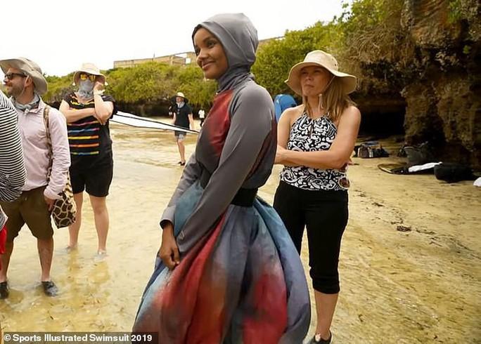 Người mẫu Hồi giáo trẻ làm nên lịch sử - Ảnh 6.