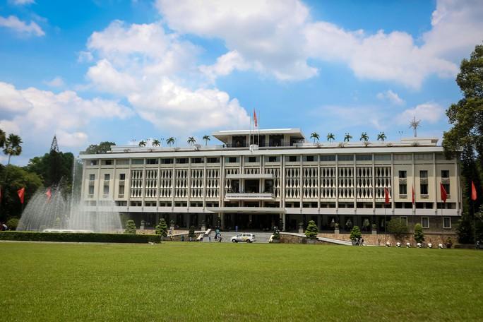 Hàng ngàn lượt khách đổ về Hội trường Thống Nhất trong ngày 30-4 - Ảnh 5.