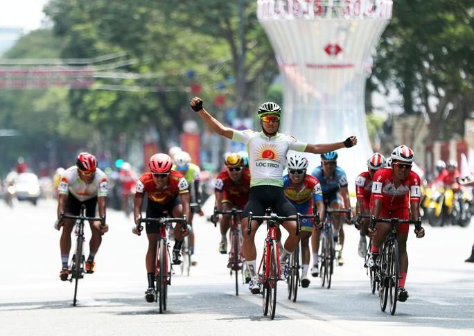 Giải đua xe đạp tranh Cúp Truyền hình: TP HCM hoàn tất cú ăn ba - Ảnh 8.
