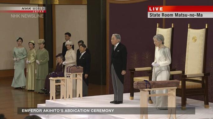 Lễ thoái vị của Nhật Hoàng diễn ra chóng vánh - Ảnh 1.